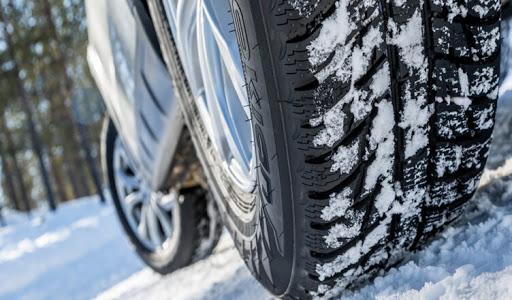 В России водителям запретят ездить на летней резине зимой
