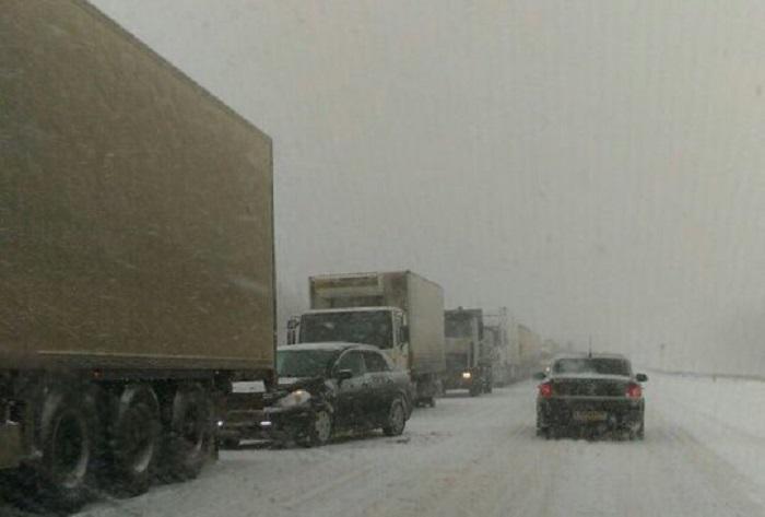 В Самарской области на трассе М-5 ограничили движение грузовиков