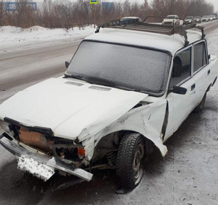 В Тольятти пенсионер попал в больницу после аварии двух машин