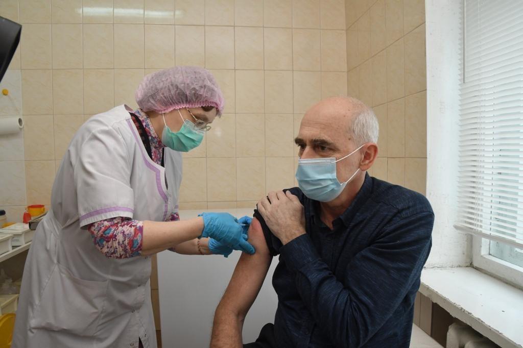 В Самарской области от коронавируса привили почти 200 тысяч жителей