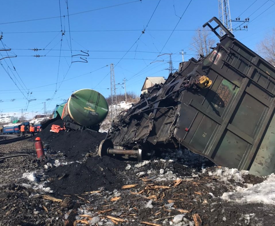 Появились фото и видео с места схода вагонов в Самарской области