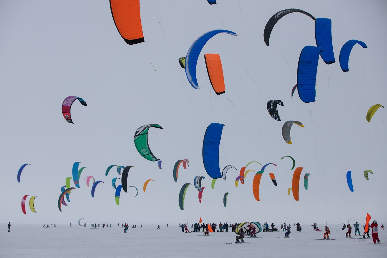 В последний день зимы в Тольятти завершился Марафон по сноукайтингу