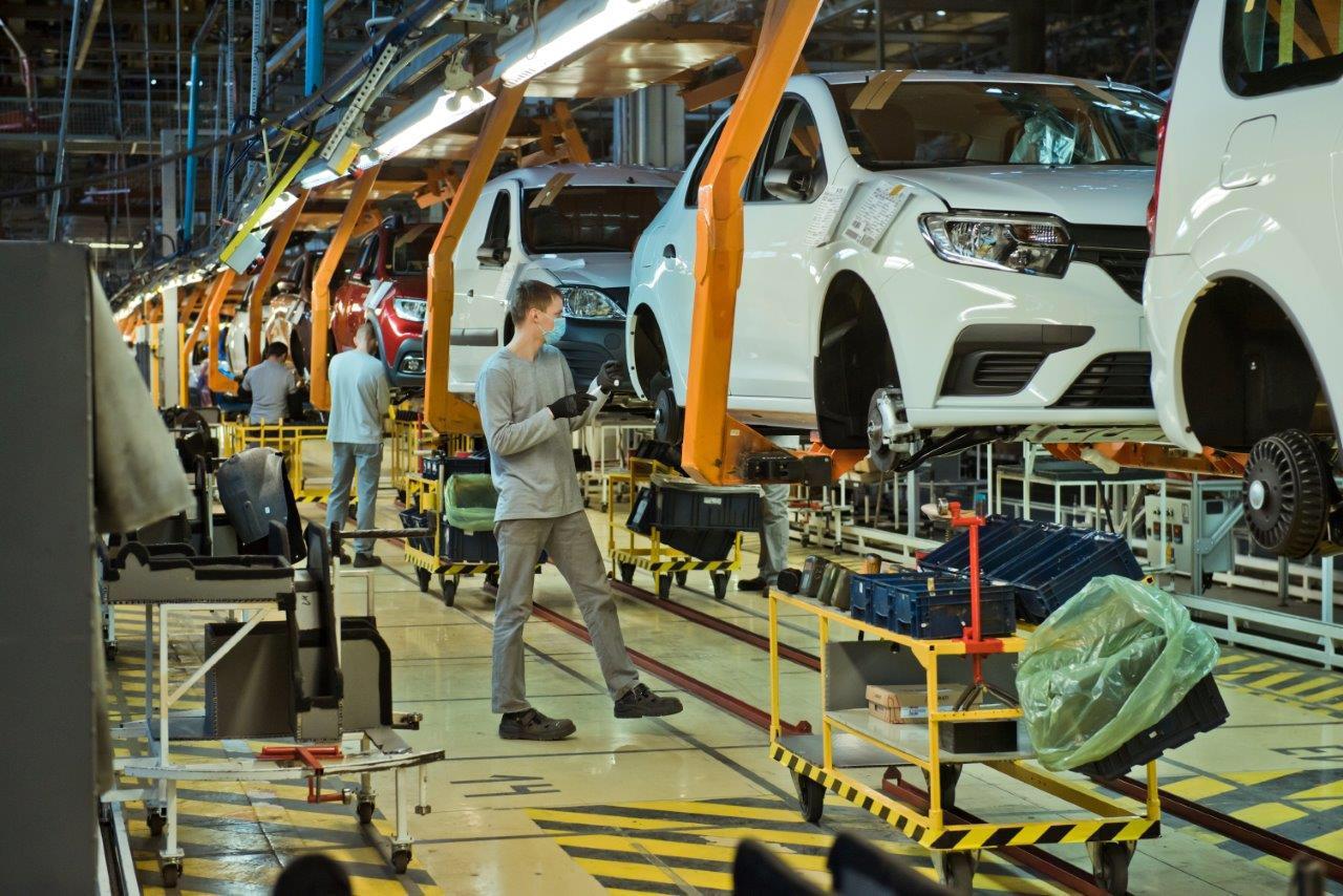 Дмитрий Азаров настоял на продлении программы улучшения условий труда работников АВТОВАЗа