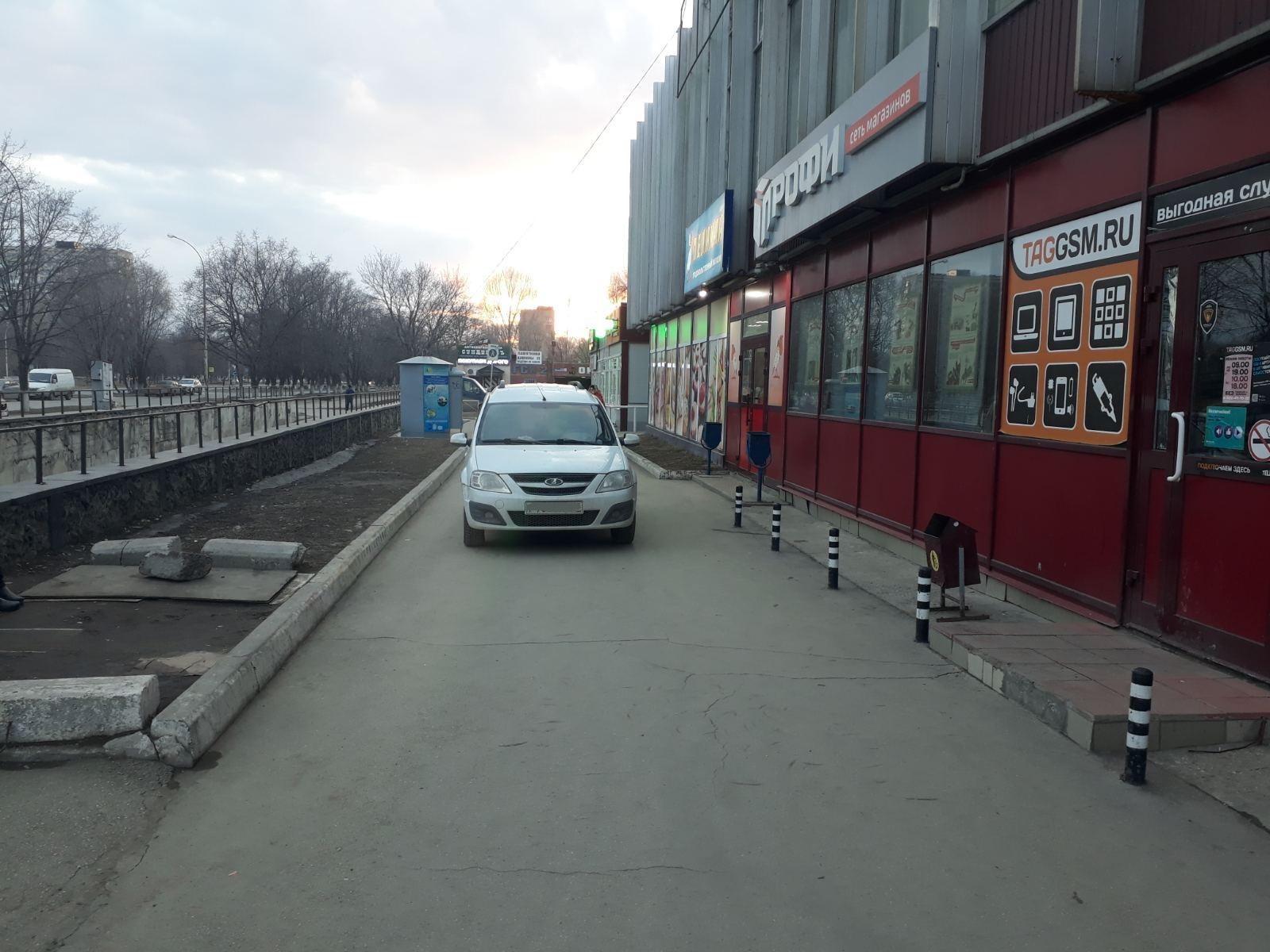 В Тольятти автомобиль сбил пожилую женщину на тротуаре