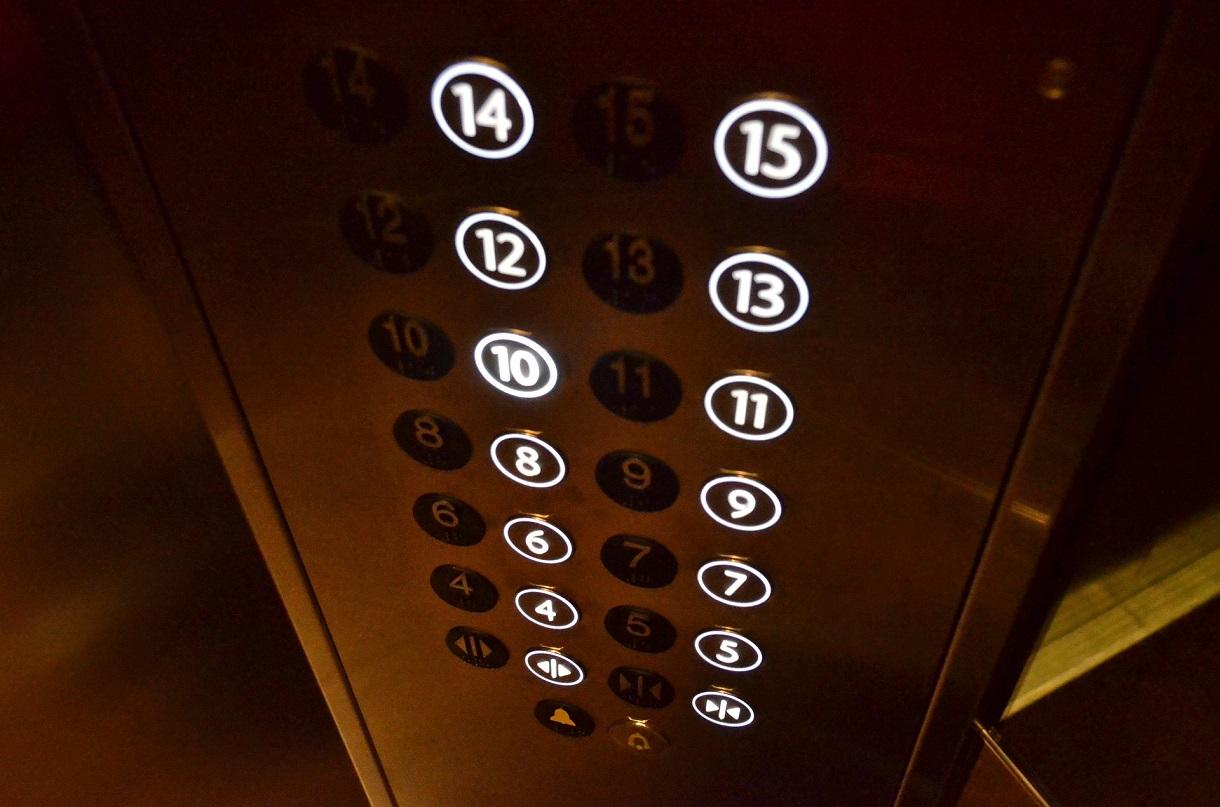 Власти Самарской области обсуждают проблему замены лифтов в домах