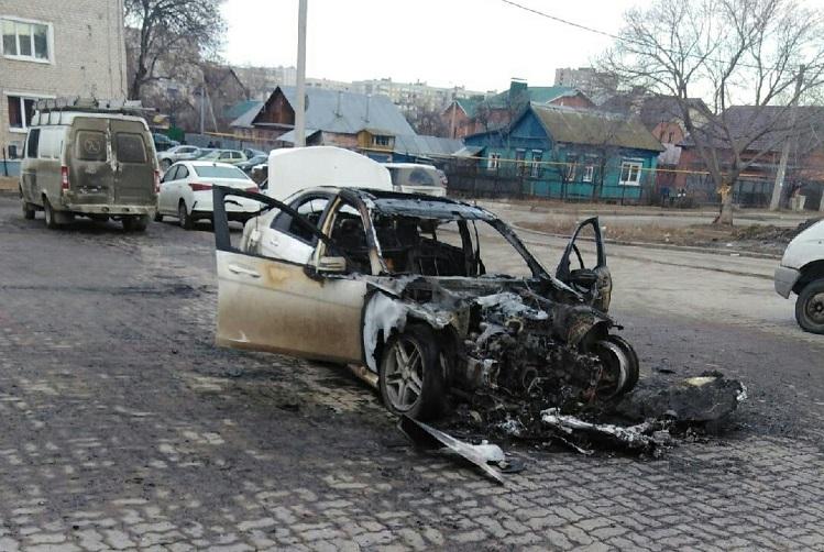 В Тольятти за ночь сгорели 2 машины, еще 4 повреждены