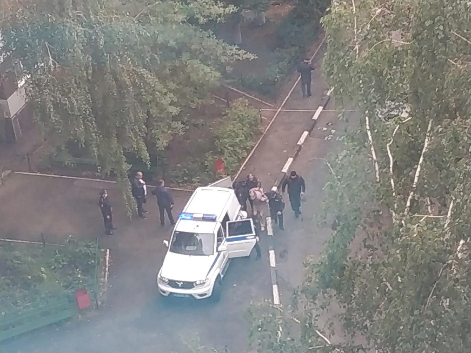 В Тольятти оцепили двор из-за стрельбы в квартире | TLT.ru - Новости  Тольятти